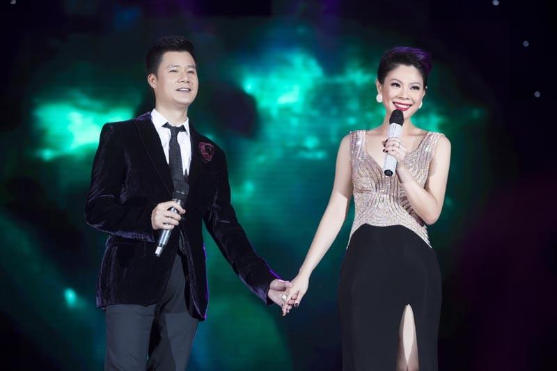 Trong phần song ca, cả 2 thể hiện những ca khúc hit một thời của 2 người.