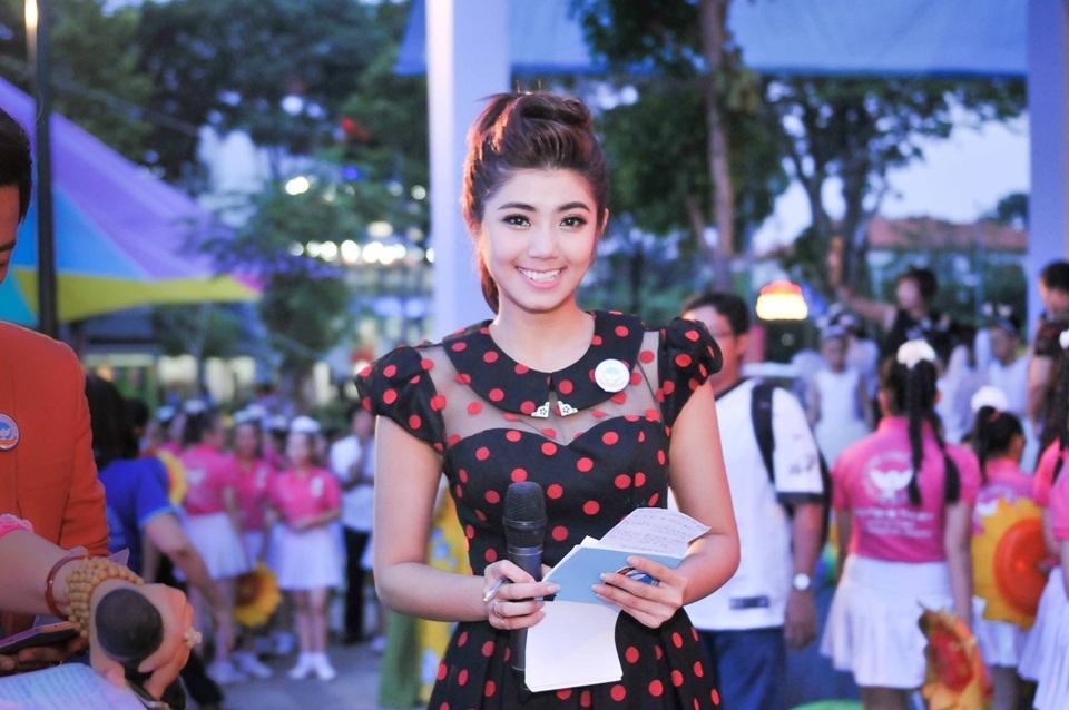 Đàm Phương Linh, Quỳnh Hoa, Quỳnh Giang đảm nhiệm vị trí MC của chương trình.