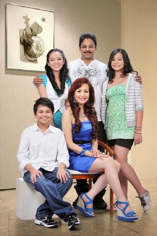 Cô có một gia đình hạnh phúc với người chồng Ấn Độ và 3 con.