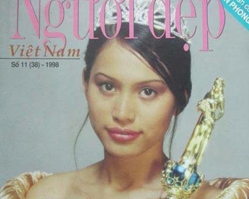 Hình ảnh lúc mới đăng quang của Ngọc Khánh xuất hiện trên một tờ tạp chí.