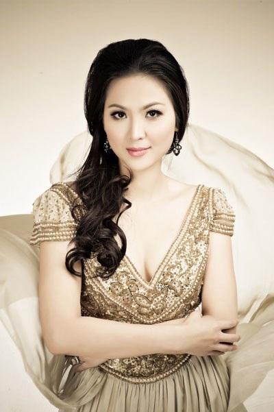 Thu Ngân với vẻ đẹp hiện đại khi đoạt vương miện Hoa hậu Việt Nam 2000