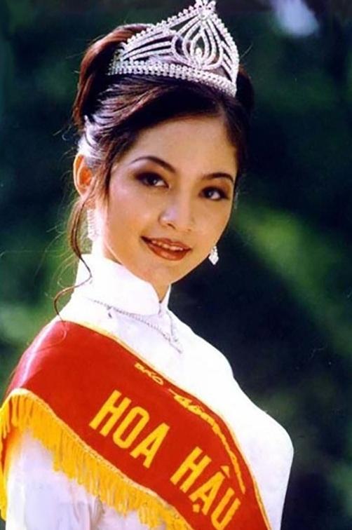 Nét đẹp mặn mà của Thiên Nga khi lên ngôi vị Hoa hậu Việt Nam 1996.