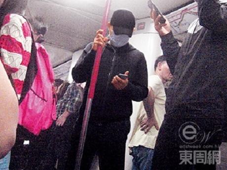 Lương Triều Vỹ bị bắt gặp đi tàu điện ngầm ở Hồng Kông