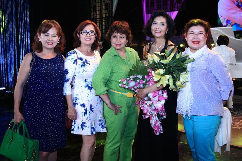 Bạn bè cũng đến với liveshow của Họa Mi