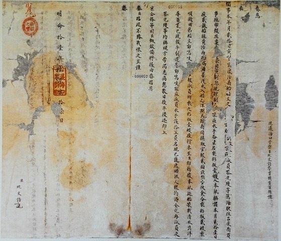 Đông đảo giới chuyên môn về triều Nguyễn tại Huế đã đến tham dự triển lãm