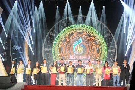 Giải vàng chương trình CD tiếng dân tộc, VHVN dân tộc và Giao lưu đối thoại tọa đàm