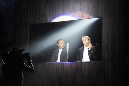 Màn điểm tin ngẫu hứng của rapper Tiến Đạt và Karik