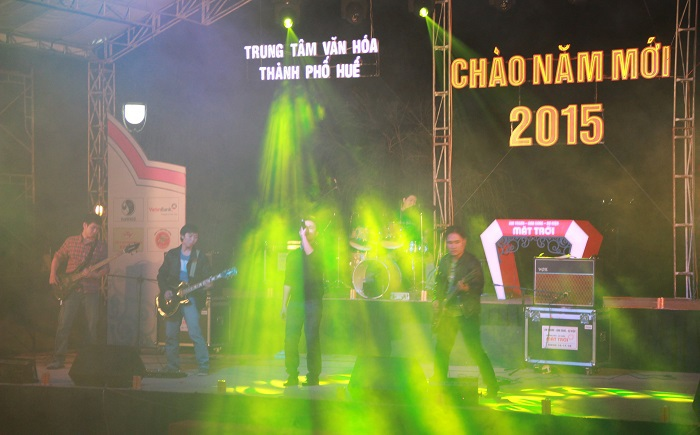 Không khí cuồng nhiệt của nhạc rock tiễn năm cũ tại Thương Bạc Huế