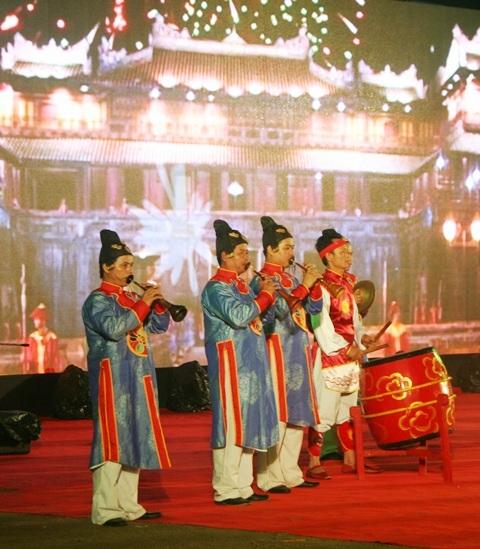 Nhạc công cung đình chơi những bản nhạc vui mang không khí các yến tiệc hoàng cung xưa