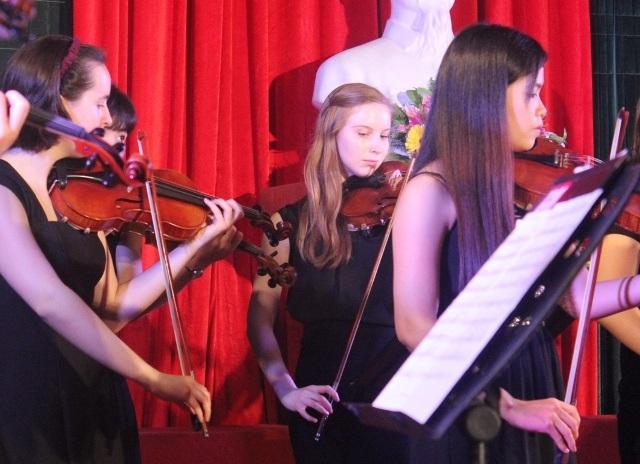 Phần biểu diễn chung giữa 2 nhạc viện