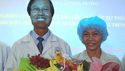 BS Thăng và bệnh nhân đầu tiên chữa lành ung thư giai đoạn cuối bằng tế bào gốc - chị Lê Thị Sau