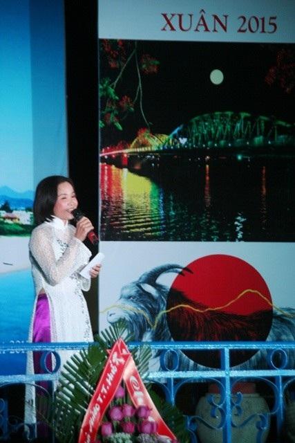Nhà thơ Thảo Nguyên đến từ CLB thơ huyện Phong Điền duyên dáng, tình cảm trong bài thơ