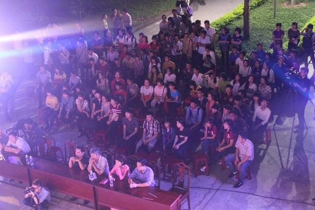 Đêm nhạc thu hút đông đảo giảng viên và sinh viên trường Đại học Khoa học Huế