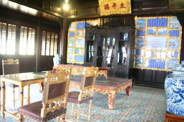Tấm ảnh tư liệu hiếm hoi về nội thất của Thái Bình Lâu - nhưng lúc này đã bị sai chức năng