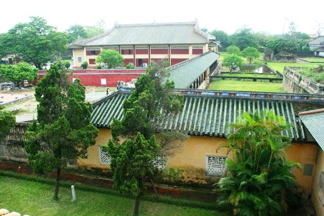 Hay nhìn xa về phía nhà hát Duyệt Thị Đường