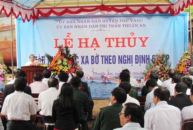 Lễ hạ thủy chếc tàu vỏ gỗ đánh bắt xa bờ đầu tiên của tỉnh TT-Huế theo Nghị định 67.