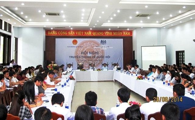 Giảng viên, SV Đại học Luật tham gia Hội nghị Truyền thông về Quốc hội tại trường
