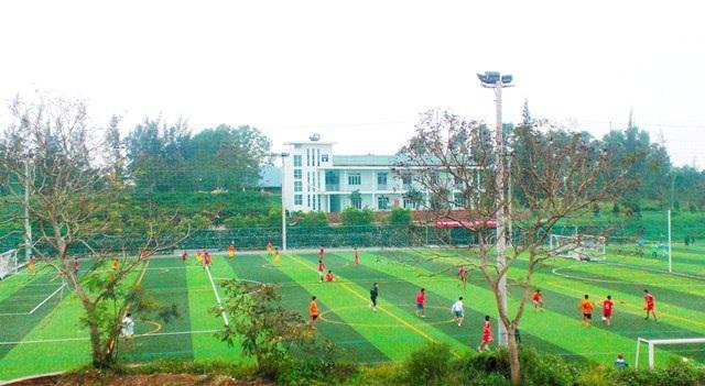 Sân bóng đá cỏ nhân tạo đạt tiêu chuẩn quốc tế của Đại học Luật Huế.