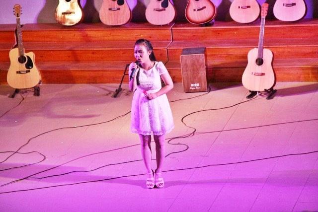 Nữ sinh viên Đại học Ngoại ngữ có giọng hát nhẹ nhàng và sâu lắng cùng ca khúc tiếng Hàn