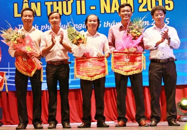 Ông Trần Gia Công, Phó Bí thư Tỉnh Đoàn Thừa Thiên Huế (ngoài cùng bên phải)