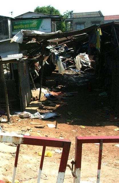 Khu chợ Nong cũ đang được phong tỏa để công an tiến hành điều tra