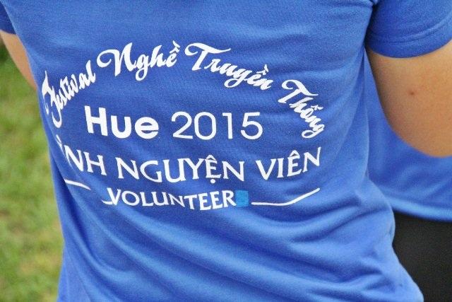 TNV Huế, những áo xanh làm nên thành công cho Festival Nghề truyền thống Huế 2015 vừa diễn ra.