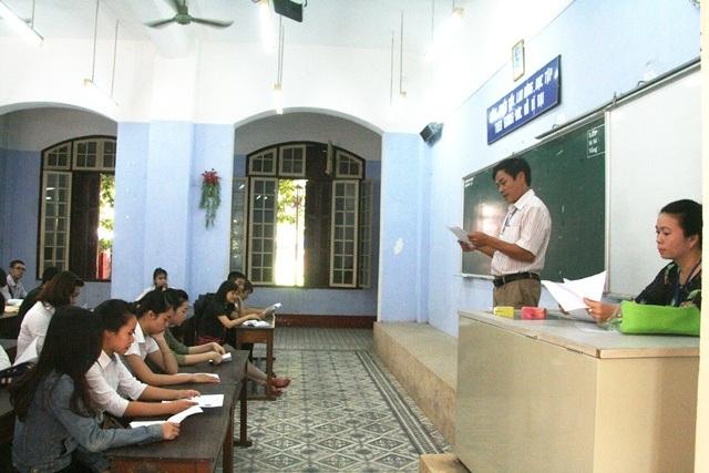Thí sinh đến làm thủ tục dự thi tại cụm thi 33 do Sở GD-ĐT tỉnh Thừa Thiên Huế tổ chức