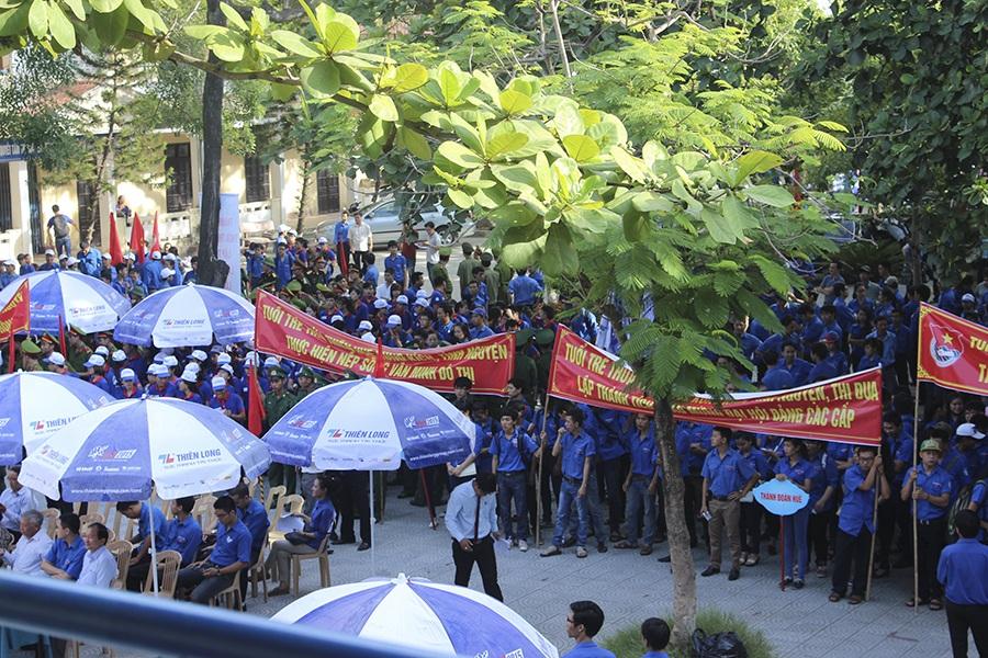 Đông đảo các Đoàn viên Thanh niên tham gia lễ ra quân