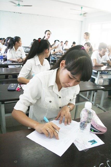Thí sinh dự thi THPT quốc gia 2015 tại cụm thi 26 Đại học Huế