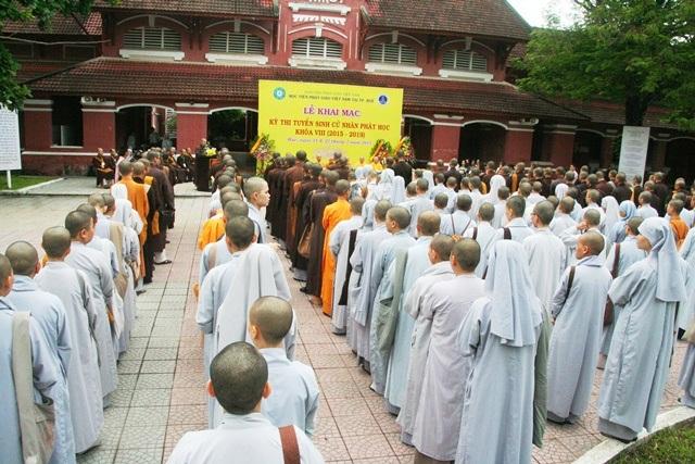 240 tăng ni cả nước về tham dự kỳ thi.