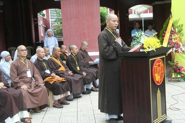 Thượng tọa Thích Nguyên Thành, Phó Viện trưởng Học viện Phật giáo tại TP Huế phát biểu