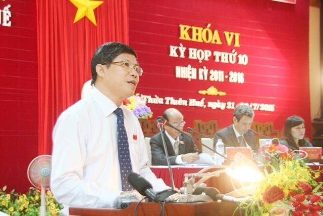 Ông Phạm Văn Hùng, GĐ Sở GD-ĐT tỉnh Thừa Thiên -Huế trả lời chất vấn.