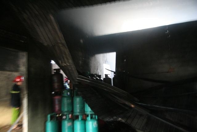 Khung cảnh tan hoang bên trong kho gas