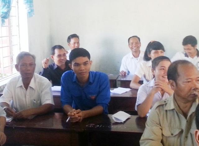 Phòng thi nhiều thí sinh lớn tuổi ở huyện Nam Đông với nhiều nụ cười trước giờ thi