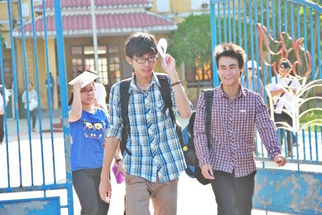 Thí sinh tại Huế kết thúc kỳ thi THPT quốc gia. (Ảnh: Châu Nhật)