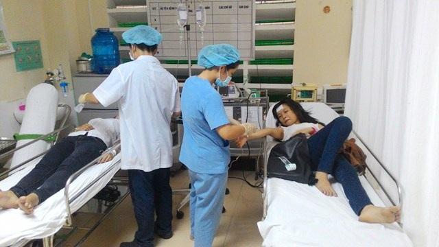 Xe chở nữ thí sinh Nguyễn Lan Anh đến cấp cứu tại bệnh viện