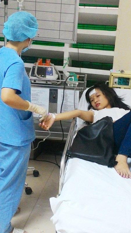 Nữ thí sinh Võ Thị Hằng đã hồi tỉnh lại trên giường cấp cứu sau lần ngất xỉu thứ 2 trong 2 ngày thi