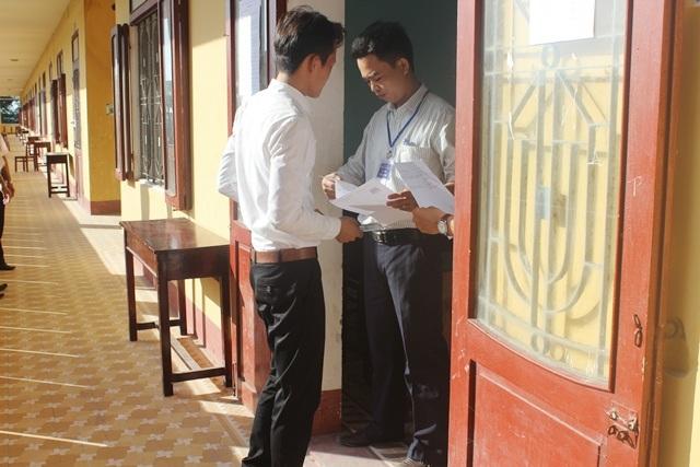 Thí sinh Nguyễn Chung Quý một mình vào phòng thi Sử