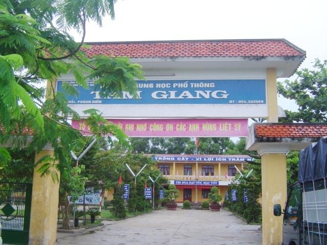 Trường THPT Tam Giang yên tĩnh đến lạ thường. (Ảnh: Đại Dương)