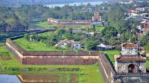 Hệ thống các pháo đài của Kinh thành Huế nhìn từ trên cao (ảnh: Internet)