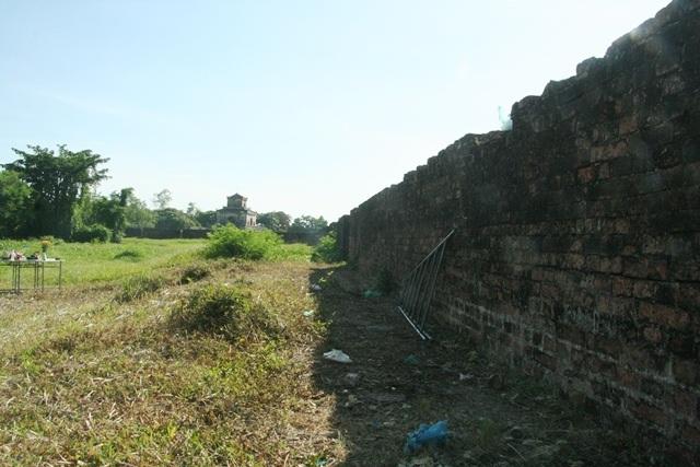 Pháo đài có hệ thống tường dày bao bọc