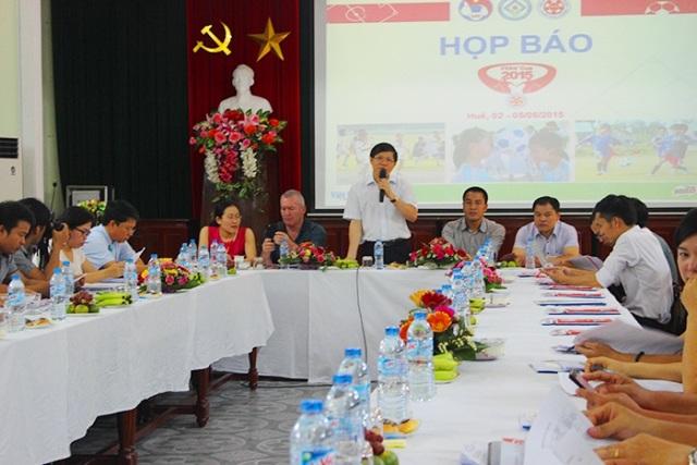 Hơn 3.500 em nhỏ tham gia cúp bóng đá cộng đồng tại Huế