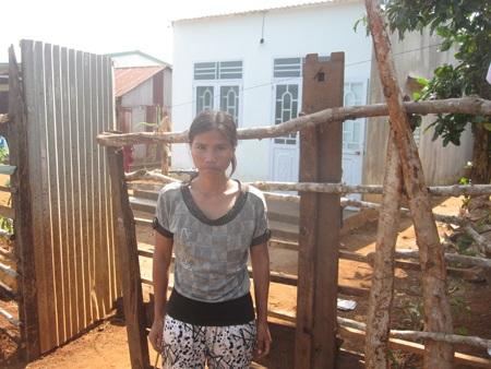 Chị H'Ken người cô Ngân cho bò nuôi nói bàng hoàng trước việc cô Ngân bị bắt