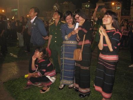 Các sơn nữ J'Rai hạnh phúc trong buổi lễ kỷ niệm giải phóng quê hương