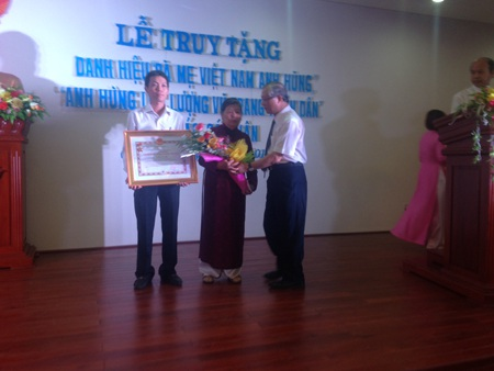 """Truy tặng danh hiệu """"Bà mẹ Việt Nam anh hùng"""" và """"Anh hùng Lực lượng vũ trang nhân dân"""""""