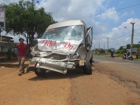 Chiếc xe khách loại 16 chổ trong vụ tai nạn