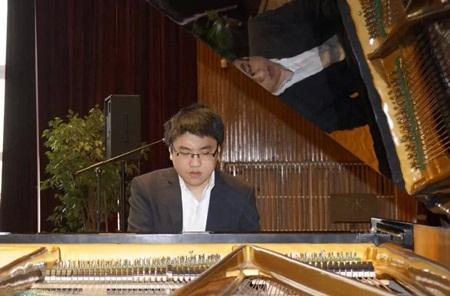 Hình ảnh nghệ sĩ Lưu Đức Anh tại cuộc thi