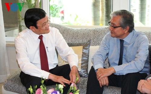 Chủ tịch nước Trương Tấn Sang chúc Tết Giáo sư, Bác sỹ, Anh hùng Lao động Nguyễn Chấn Hùng