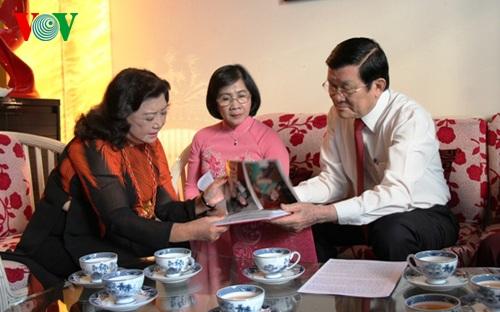 Chủ tịch nước chúc Tết và lắng nghe những tâm tư, nguyện vọng của anh chị em nghệ sỹ
