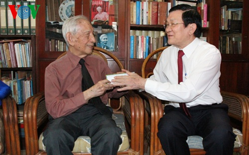 Chúc Tết nhà nghiên cứu sử học Nguyễn Đình Đầu